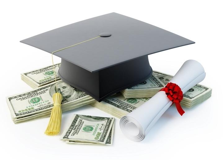 返済免除のある奨学金を利用するのが看護学生には有利です。